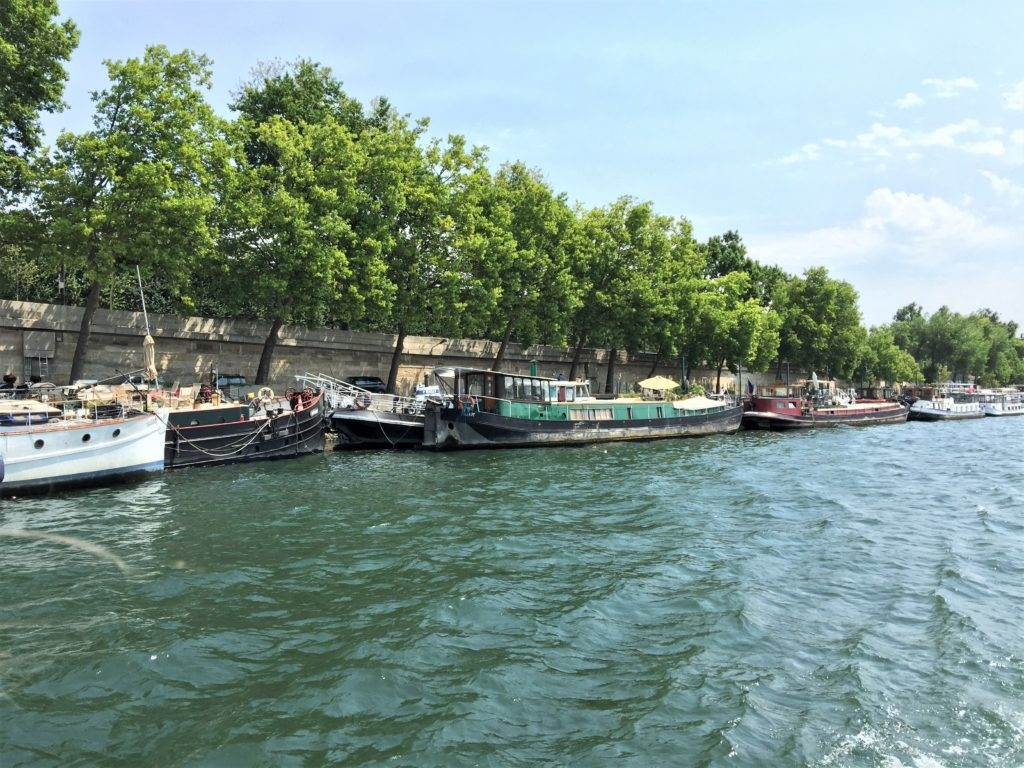 Planning a trip to Paris? Be sure and check out this complete itinerary to help you make the most of your time in Paris. We were able to have such a great time in just three days! #paris #parisitinerary #visitparis #thingstodoinparis