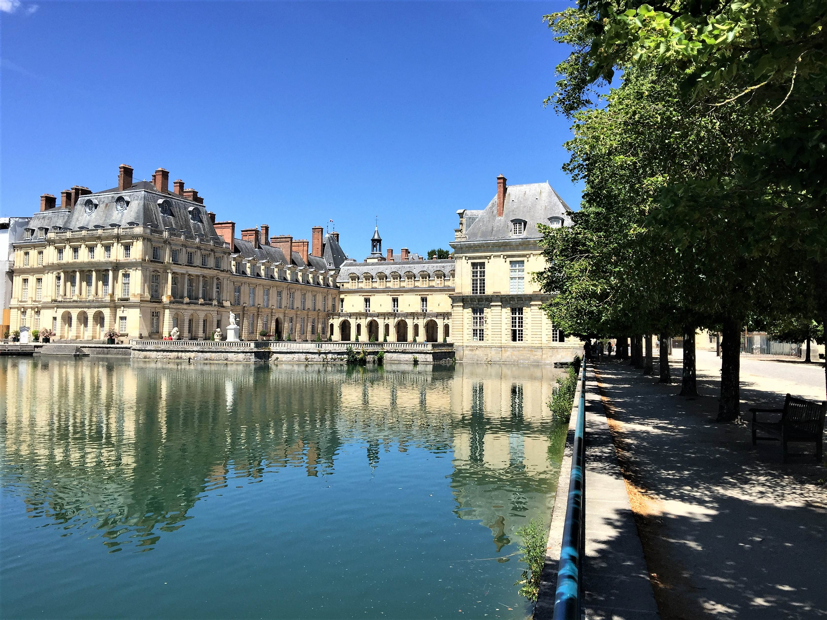 Chateau Fontainebleau is a great day trip from Paris. Discover 10 reasons that you should visit this beautiful chateau. Explore the beautiful palace and the grounds on a quick, easy trip from Paris. #paris #chateaufountainbleau #daytripfromparis