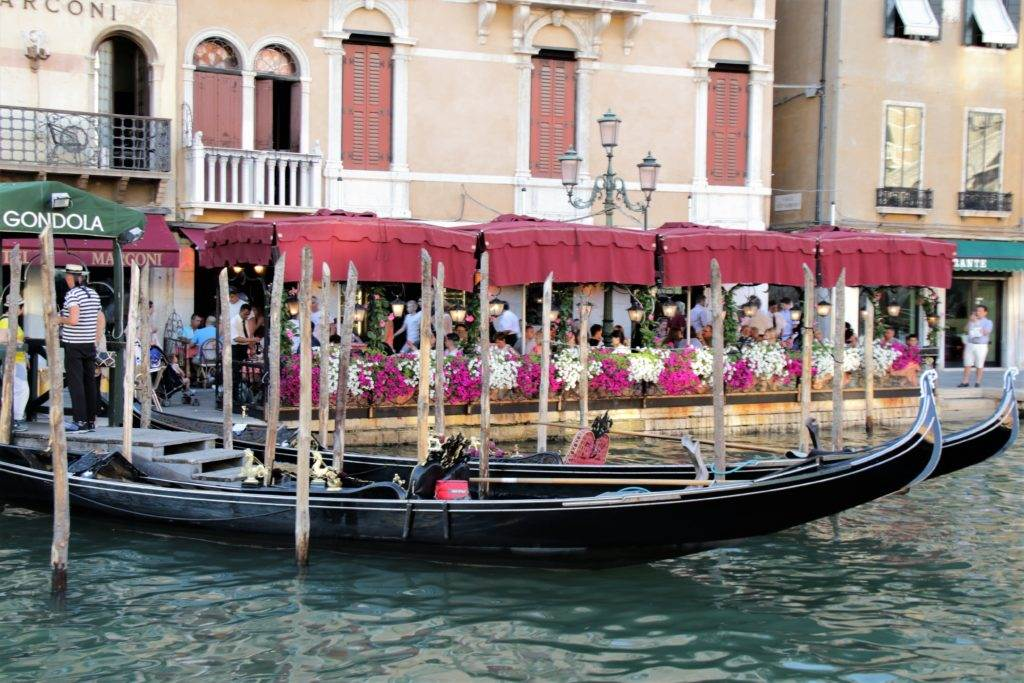 Trying to plan a trip to Venice without breaking the bank? Then you need this list of 50 Cheap Things to do in Venice! #venice #italy #budgettravel #veniceonabudget #thingstodoinvenice