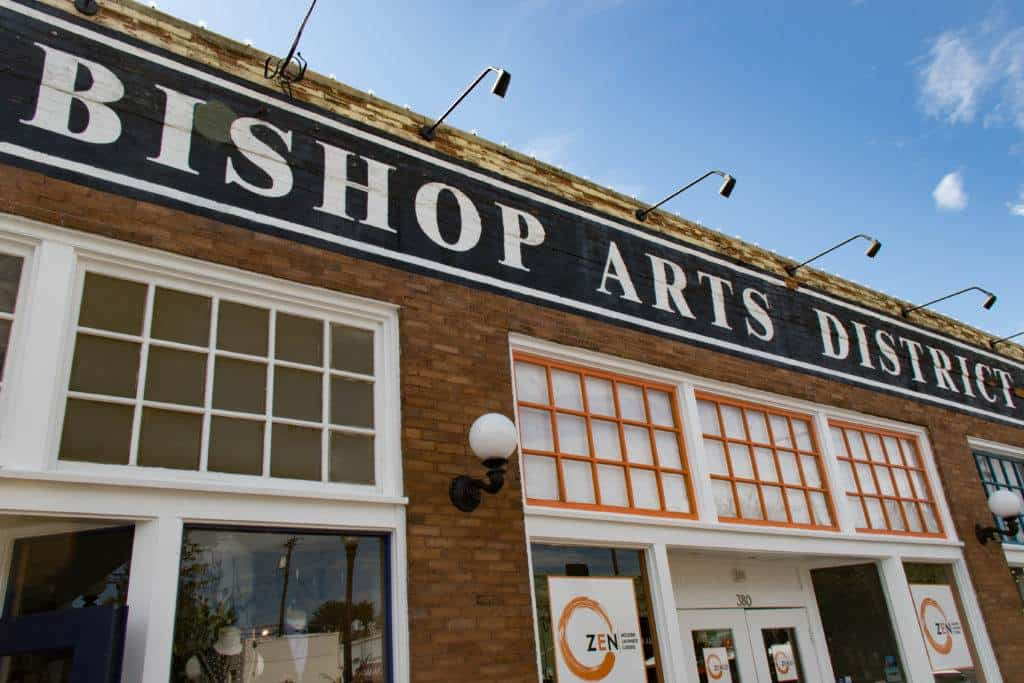 If you are in Dallas, you have to visit the trendy Bishop Arts District, and you should really do it while taking a food tour. This eclectic neighborhood is lined with bars, cafes, restaurants, and lovely boutique stores. This post tells you all about the amazing Bishop Arts Food Tour! #dallas #bishopartsdistrict #texas #visitdallas