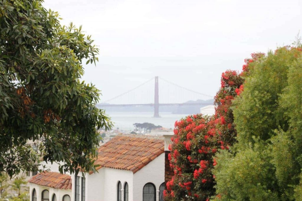 Golden Gate Bridge-travel with only a backpack