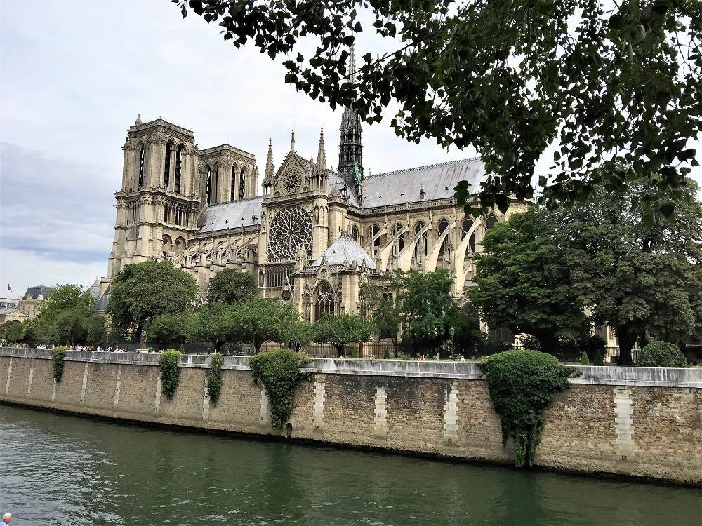Notre Dame Cathedral in the background with the Seine River in front