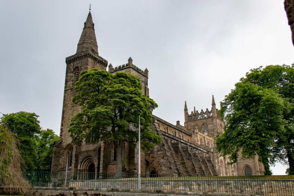 The Dunfermline Palace and abbey
