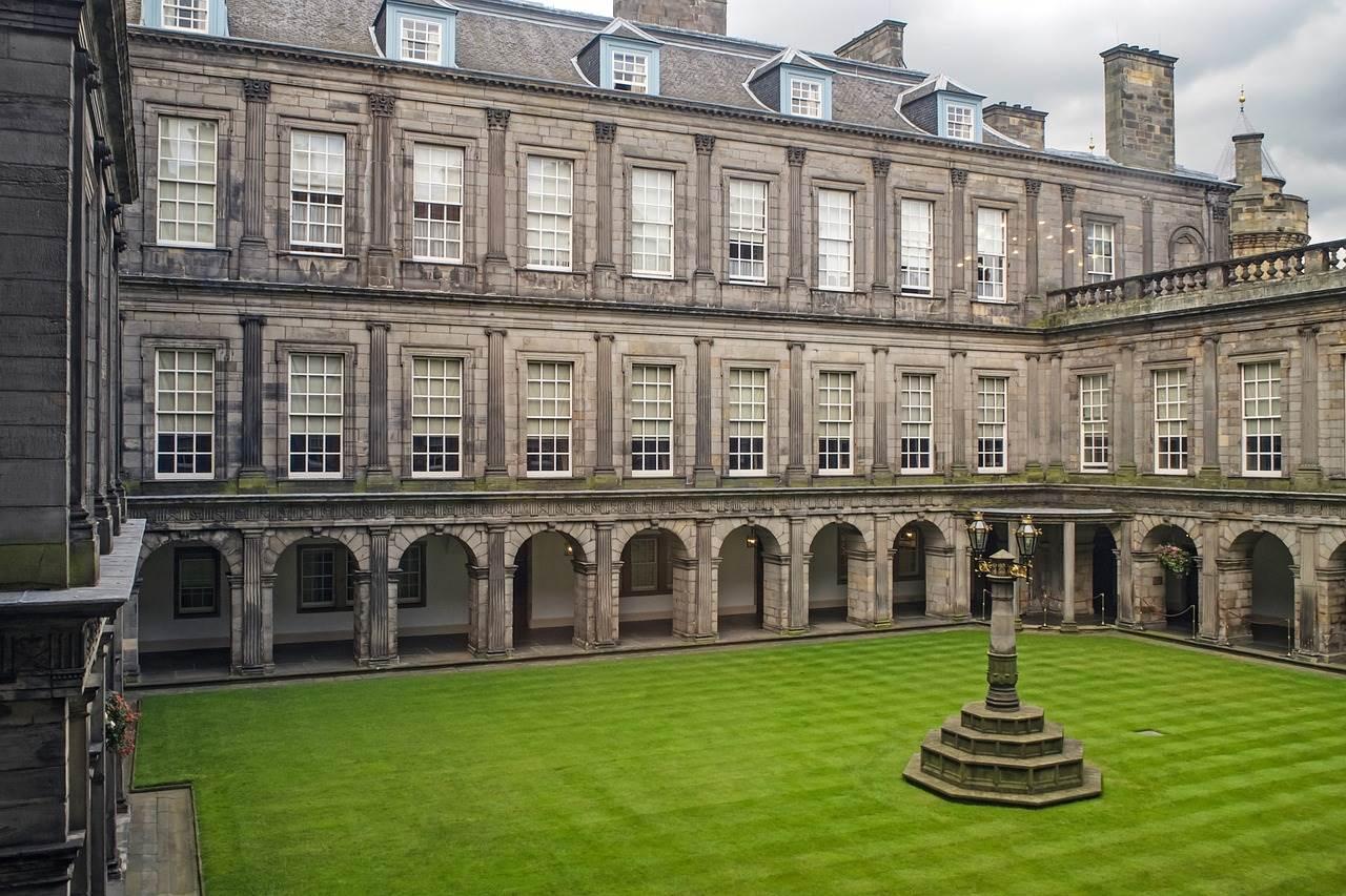 2 days in Edinburgh-holyroodhouse