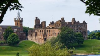 Linlithgow Palace should be on your couples bucket list and your Scotland Itinerary 7 Days
