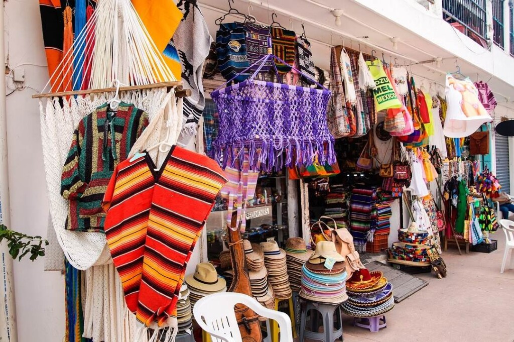 shopping is one of the great things to do in Riviera Maya