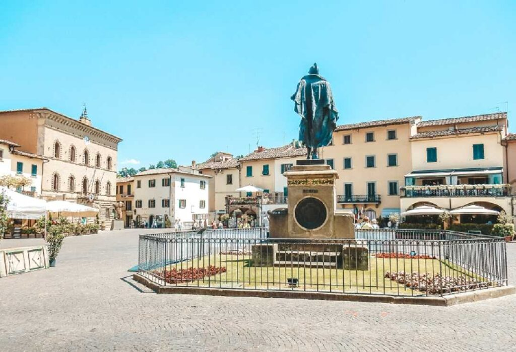 Greve piazza-Towns in Tuscany