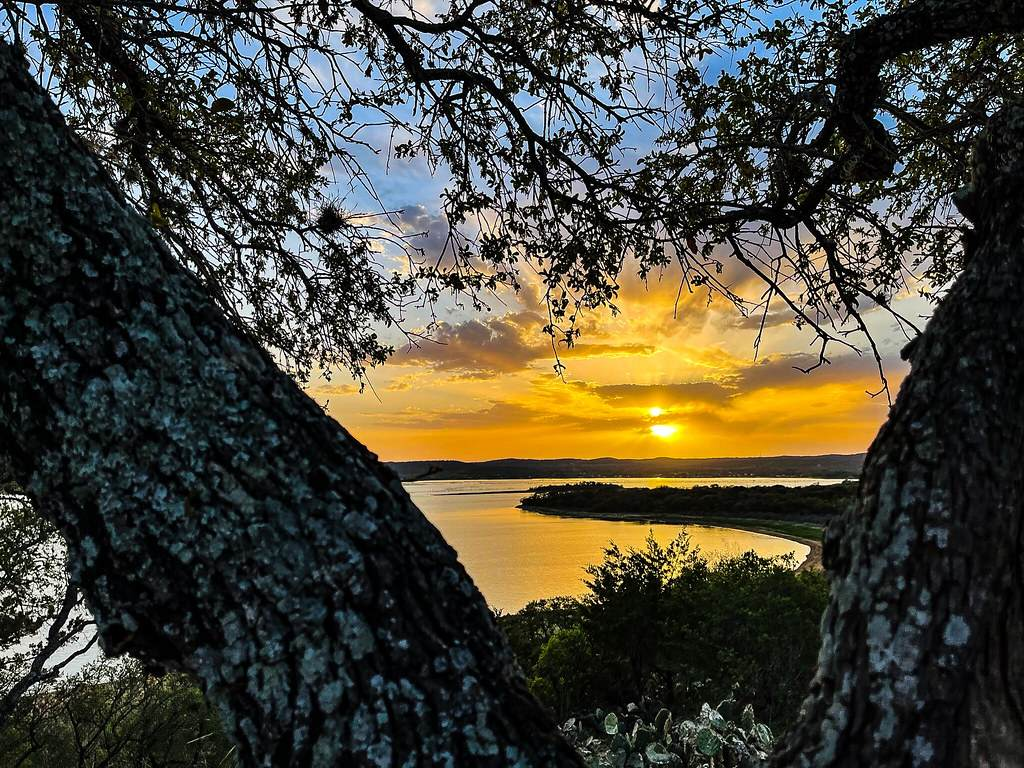 sunset over lake-things to do in the Highland Lakes of Burnet County
