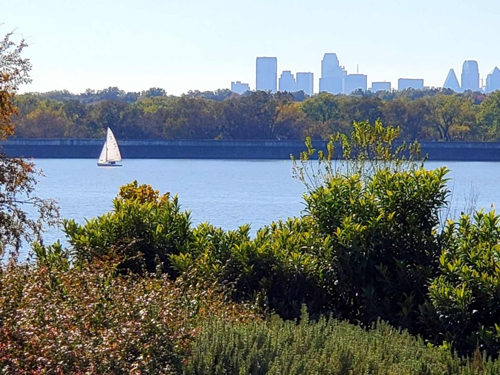 white rock lake is one of the free things to do in Dallas